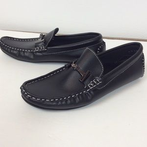 NWOT A.X.N.Y. Black Loafers Size 33 US 3